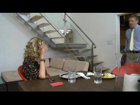smotret-porno-onlayn-obkonchali-zhenu-pri-muzhe-fisting-rasshiritel-video