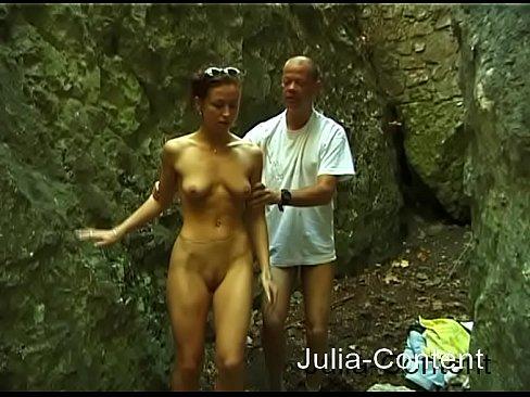 masturbiruet-nogoy-podglyadivaet-v-lesu-porno-smotret-onlayn