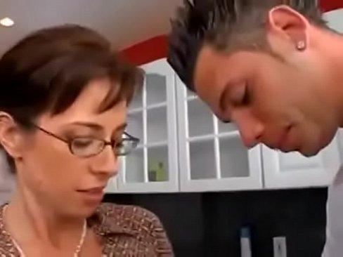 Milf follando en la cocina