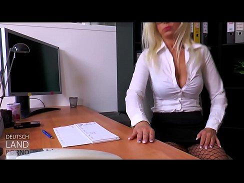 Vivian Schmitt in ihrer Paraderolle als Chefsekretärin & heimlicher Firmenchef Fr. Schmitt