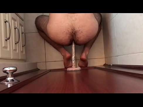 amateur wife fucking a toilet plunger