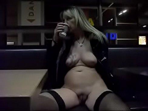 Nude in Public mit Regina Schulte aus 58553 Halver nackt in der &Ouml_ffentlichkeit