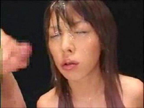 最初から金沢文子の顔いっぱいに精子をつけた状態で始まる動画です