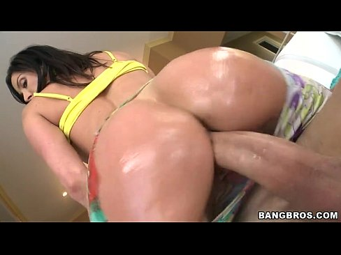 BANGBROS – Kendra Lust Impales Her Big White Ass On Giant Dick