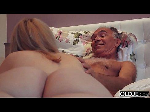 Tanara Blonda Fututa De Un Pensionar Ce O Tine In Chirie
