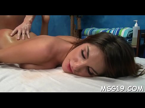 steaming hottie gets her pink twat drilled on a massage table