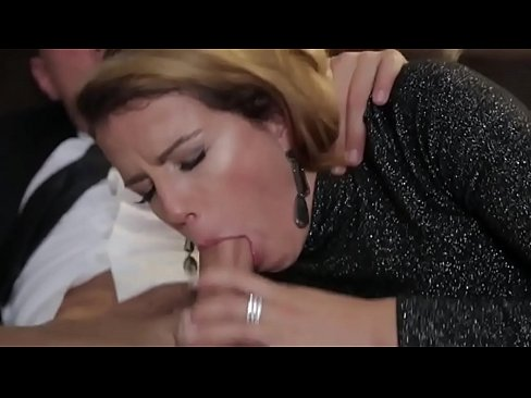 zhena-trahaetsya-s-muzha-drugom-erotika-seks-porno-hud-film