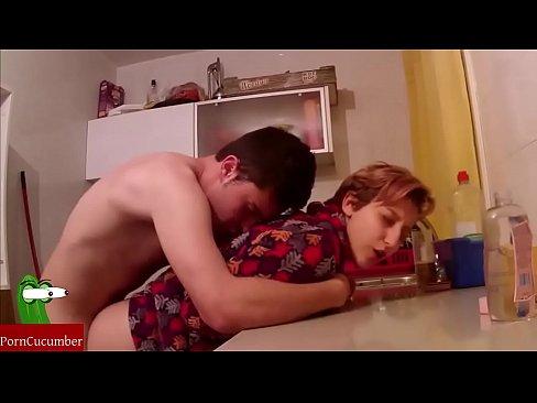 Секс домашним кухне