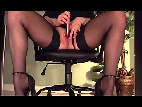 My video under my desk in HD webcam on camsyz.com