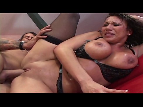 Asian with super curves deep throats a hunk before getting her holes stretched
