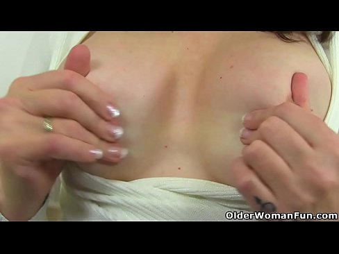 Hot Mom Toni Lace Dips Her Fingers Into Her Juicy Cunt