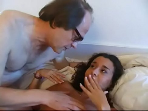 coroa comendo a empregada