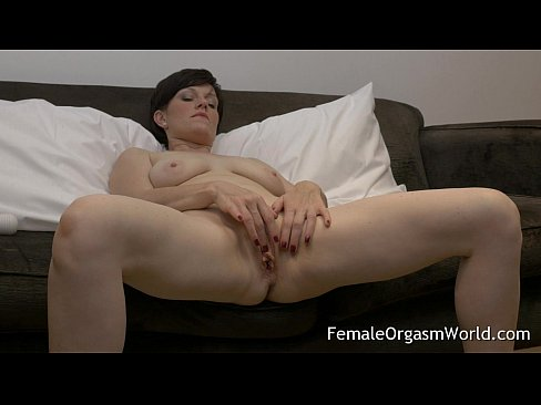 Pert amateurs tits nude