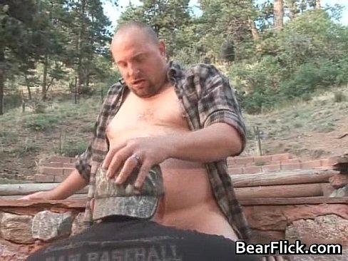 Macho gay bears doing outdoor anal