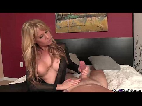 sexy matures licking pussy