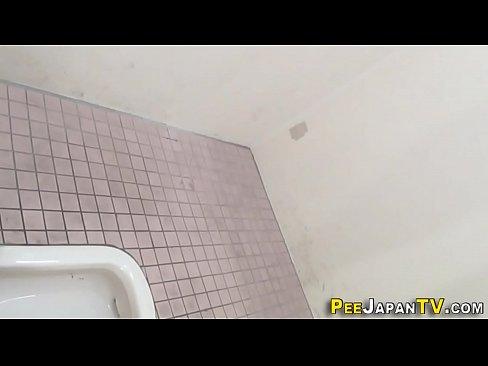 素人を付け回し女子トイレを隠し撮り