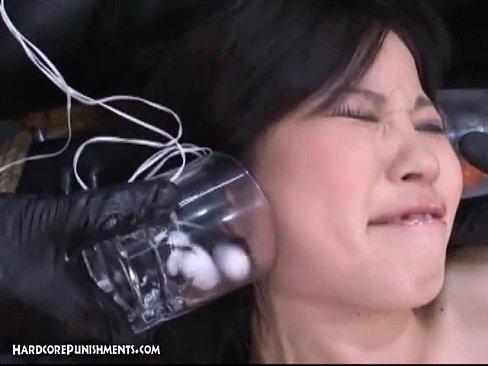 XVIDEO 巨乳お姉さんを固定して電マとローターで責める