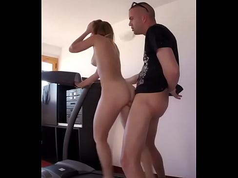 порно анал девушка на беговой дорожке поглядывая меня
