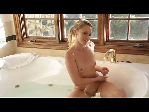 Trio En Jacuzzi.Trio Girl2girl Having Fun Xvideos Com