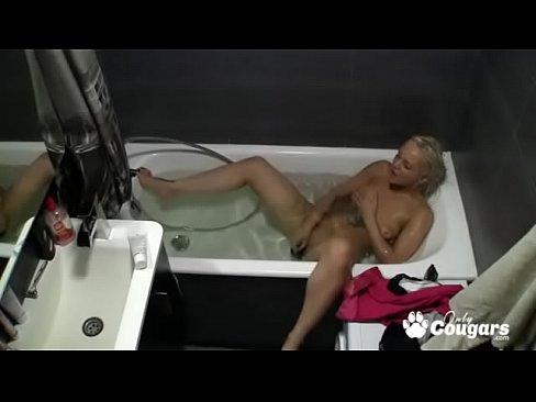 Milf Caught Masturbating In The Tub On Hidden Camera Xvideos Com