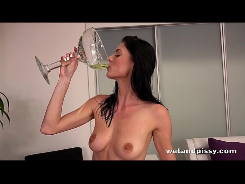 Piss Drinking – Pee guzzling babe Eileen toys her soaking wet pussy
