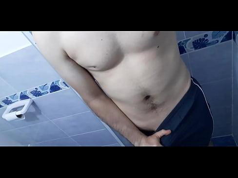 Arrecho en el baño