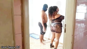 Gordinha goes to visit the construction site and finds out she's late so she decided to give her pussy to the employees so that the job will finish soon *Morena Bella Rio*