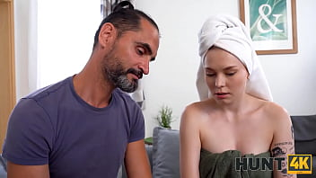 HUNT4K. Handsome guy pays a lot of money to nail blonde near her man 10分钟