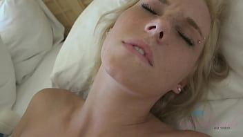 Girl next door uses hitachi magic wand on her pussy then takes cock (POV Amateur) Blonde (Ella Woods)